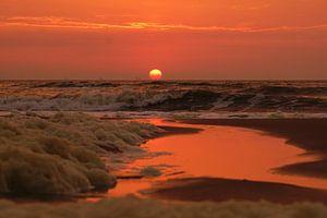 Zonsondergang boven zee