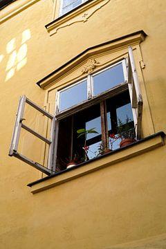 Fenster und Fassade eines Hauses in Prag von Heiko Kueverling