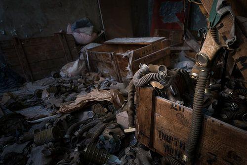 Gasmaskers in Pripyat - Chernobyl. van Roman Robroek