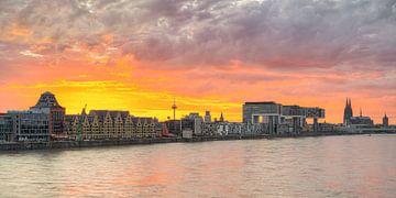 Ligne d'horizon de Cologne au coucher du soleil