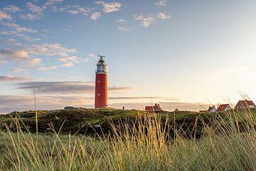 Texeler Leuchtturm (Eierland) kurz nach Sonnenaufgang von Annette Roijaards