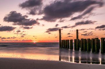 Zonsondergang aan de Nederlandse kust  van Nick Janssens