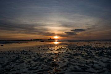 Superschöner Sonnenuntergang über dem Strand