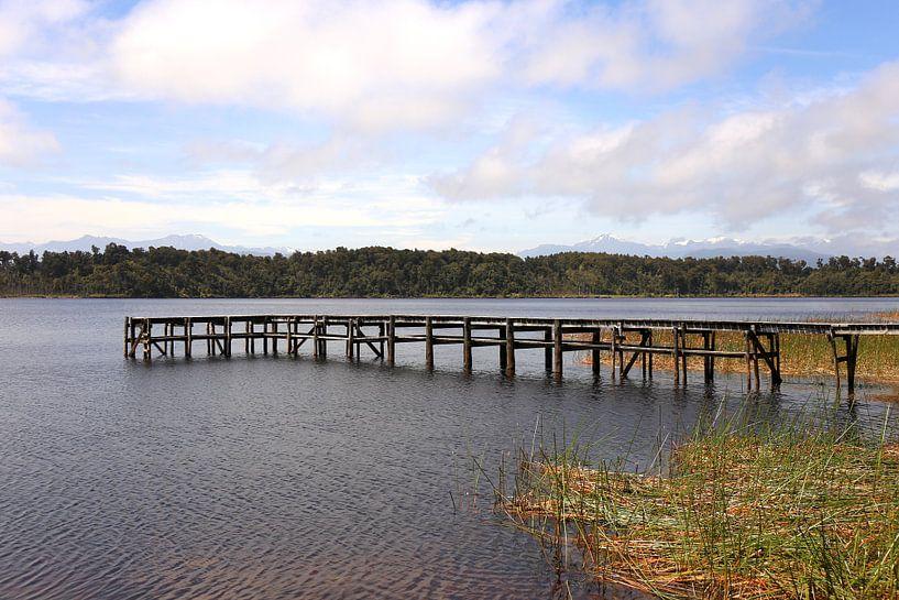 Het vissersbalkon / Mahinapua Lake van Natalie Bruns