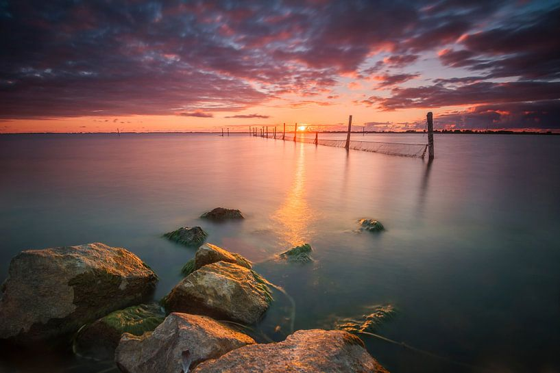 Kleurrijke zonsondergang aan het Markermeer van Diana de Vries