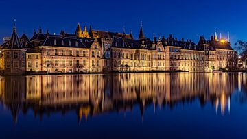 Het Binnenhof @ night von Michael van der Burg