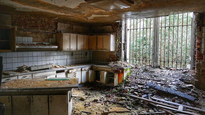 Abandoned kitchen von Edou Hofstra