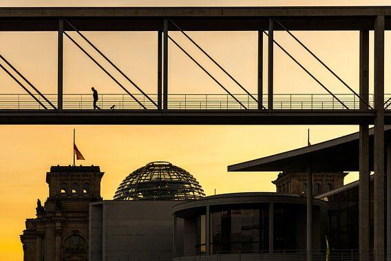 Berlijnse regeringswijk bij zonsondergang