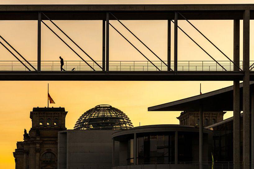 Berlijnse regeringswijk bij zonsondergang van Frank Herrmann
