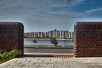 Wilhelmshaven-gezicht naar de zuidelijk gelegen stad over de Bontekai van Rolf Pötsch