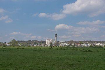 Stadszicht Arnhem met zendmast en koepelgevangenis