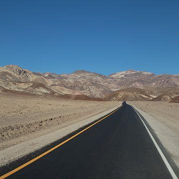 Straße in der Wüste von Yannick uit den Boogaard