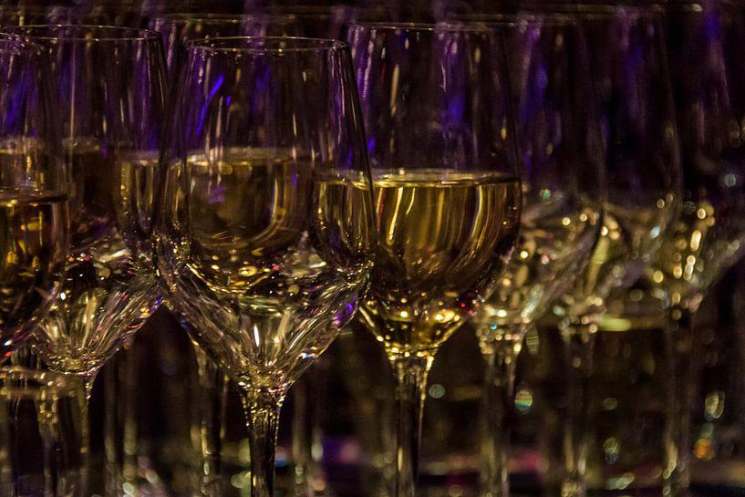 Glasses of wine van Marjan Noteboom