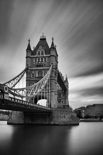 London - TowerBridge - zw-w van Bert Meijer