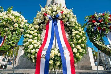 Kranslegging bij het Monument op de Dam ter gelegenheid van de herdenking van de slachtoffers van de van Nisangha Masselink