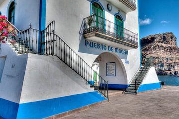 Puerto de Mogan von W J Kok