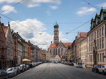 Maximilianstraße in Augsburg von Emile Kaihatu