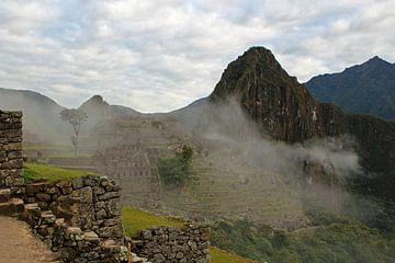 Machu Picchu in den Wolken von Marieke Funke