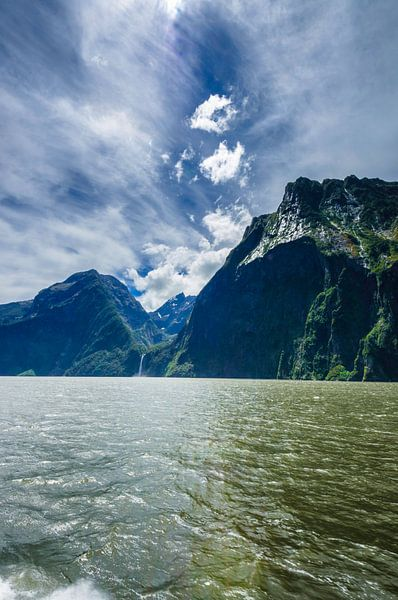 The Mountains of Milford Sound, Nieuw Zeeland van Ricardo Bouman | Fotografie