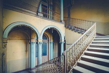 Oude verlaten villa sur Truus Nijland