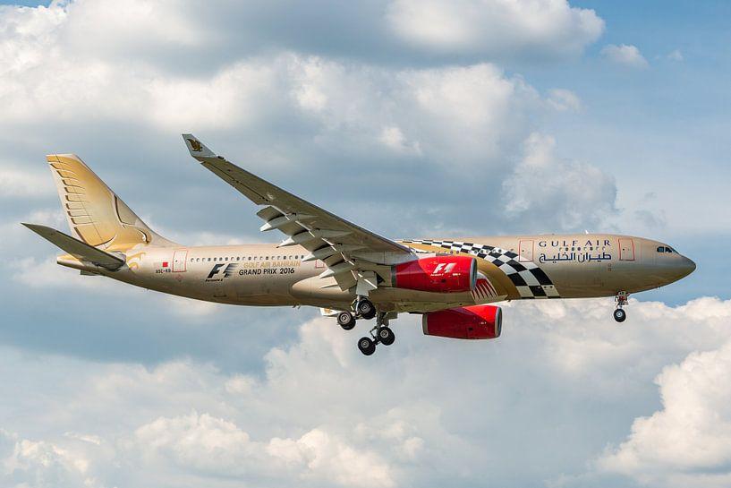Vliegtuigen spotten bij Londen Heathrow: in de landing gefotografeerd deze fraaie Airbus A330 (A9C-K van Jaap van den Berg