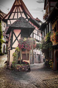 Straßenbild von Eguisheim, Elsass von Michiel Mulder