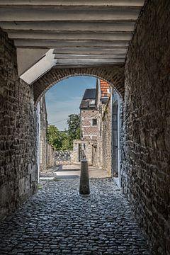 Blick durch, Gasse in Limbourg, Belgien von Martine Dignef