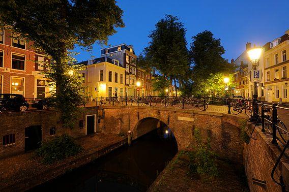 Paulusbrug over de Nieuwegracht in Utrecht van  Donker Utrecht