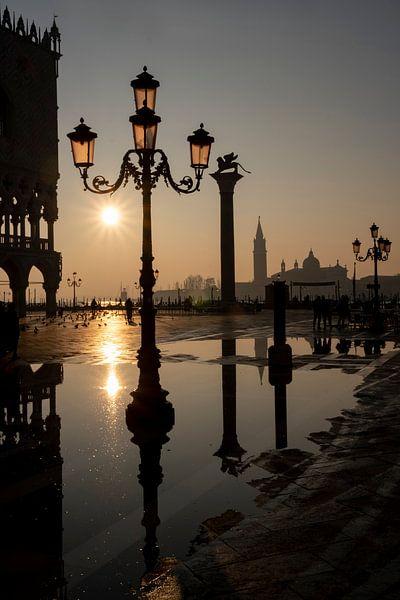 Sonnenaufgang am Markusplatz in Venedig von Andreas Müller