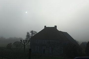 Boerderij in de mist van Menno Bausch