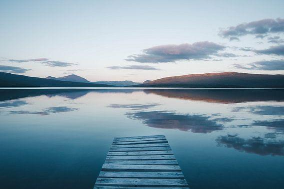 Middernachtzon in Zweeds Lapland van Kimberley Jekel