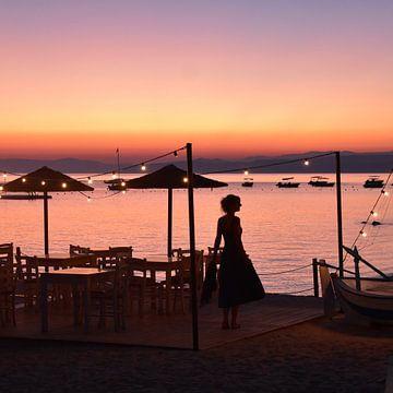 Vrouw bij zonsondergang van Anne Travel Foodie