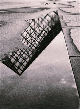 Reflexion des Louvre-Museums in Paris von Hamperium Photography