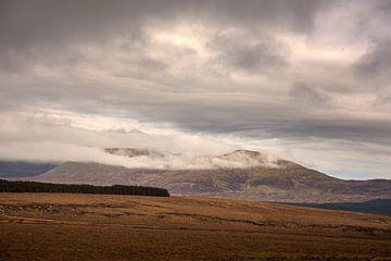 Wolken über dem Ballycroy-Nationalpark in Irland von Bo Scheeringa Photography
