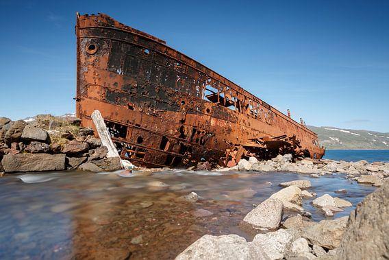 Roestige boot van Menno Schaefer