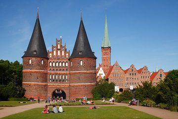 Holstentor und Petrikirche, L�beck, Schleswig-Holstein, Deutschland, Europa