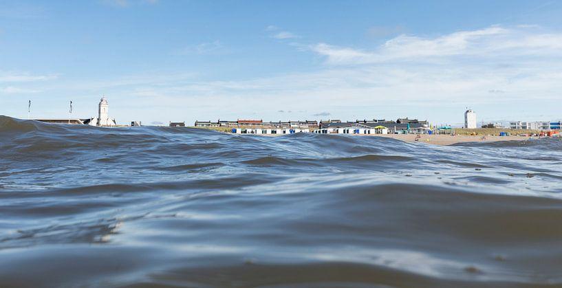 katwijk vanuit zee van Arjan van Duijvenboden