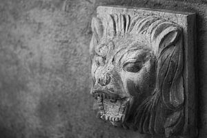 Betonnen leeuw