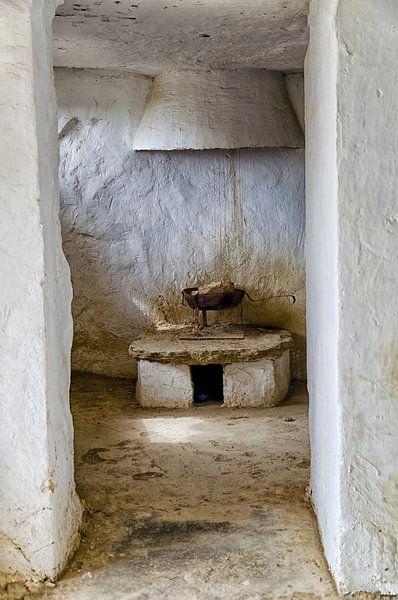 Spanje - Interieur oude grotwoning in Arguedas van Hannie Kassenaar
