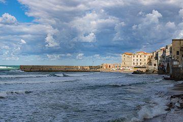 De kustlijn van Cefalu van Jefra Creations