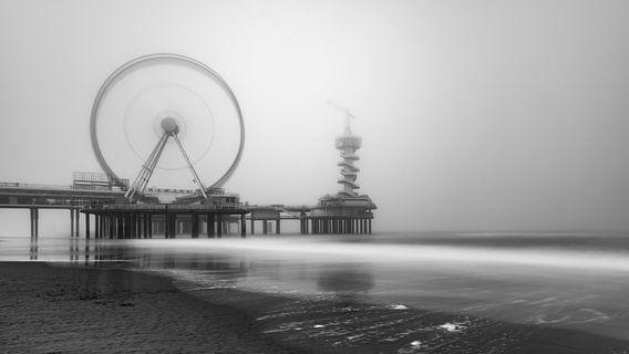 De Pier in Scheveningen #2 van Herwin Wielink