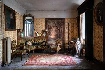 Verlassene Villa mit Antiquitäten. von Roman Robroek