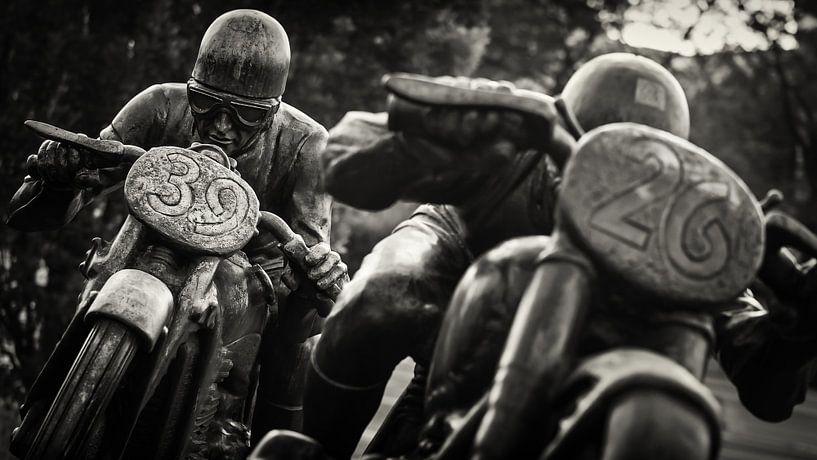 Black and White Photography: AVUS Berlin / Motorradfahrer van Alexander Voss