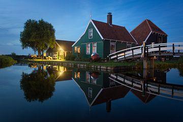 Traditionele kaasboerderij in de Zaanse Schans in de schemering van iPics Photography