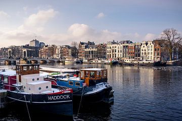 """""""Haddock Amsterdam"""" Woonboten aan de Amstel Amsterdam van Ipo Reinhold"""