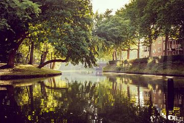 Katharijnesingel in Utrecht an einem frühen Sommermorgen. von Mike Peek