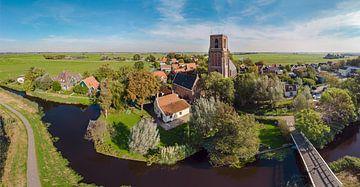 Dorf mit großer Kirche in der Mitte des Polders, Ransdorp, , Noord-Holland, Niederlande von Rene van der Meer