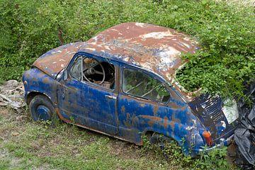 afgedankte auto 2 van Arnoud Kunst