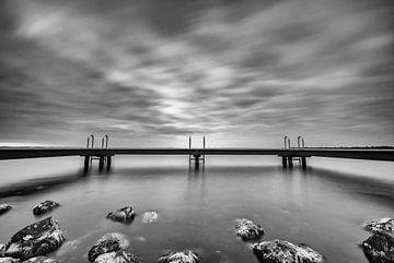 Steg an der Küste von Zeeland, Aufnahme mit langer Belichtungszeit! von Peter Haastrecht, van
