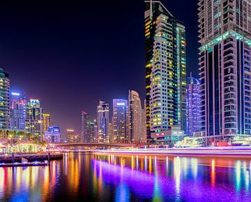 Dubai Marina lichtsporen van boten van